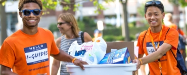 Illini students moving into the dorms
